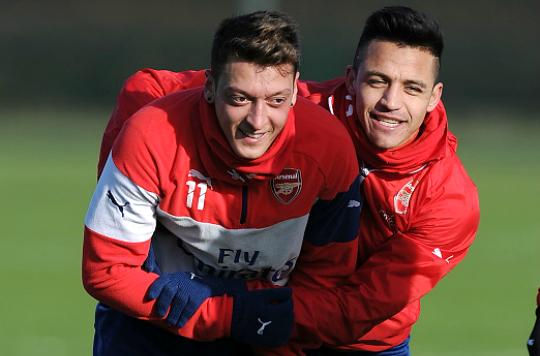 Wenger Penyebab Sanchez Dan Ozil Belum Teken Kontrak
