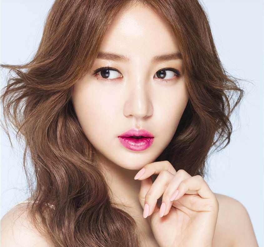 Yoon Eun-hye, Aktris dan Penyanyi Girl Band Korea Seksi