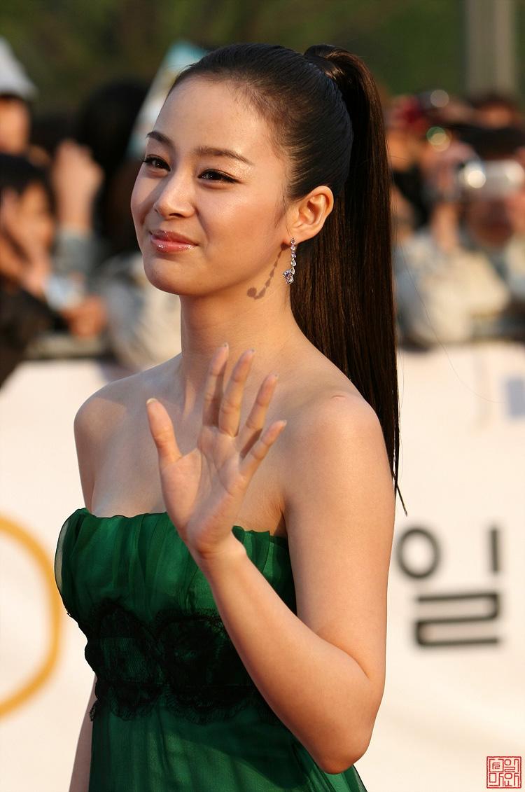 Kim Tae Hee, Aktris Korea Cantik Dan Seksi