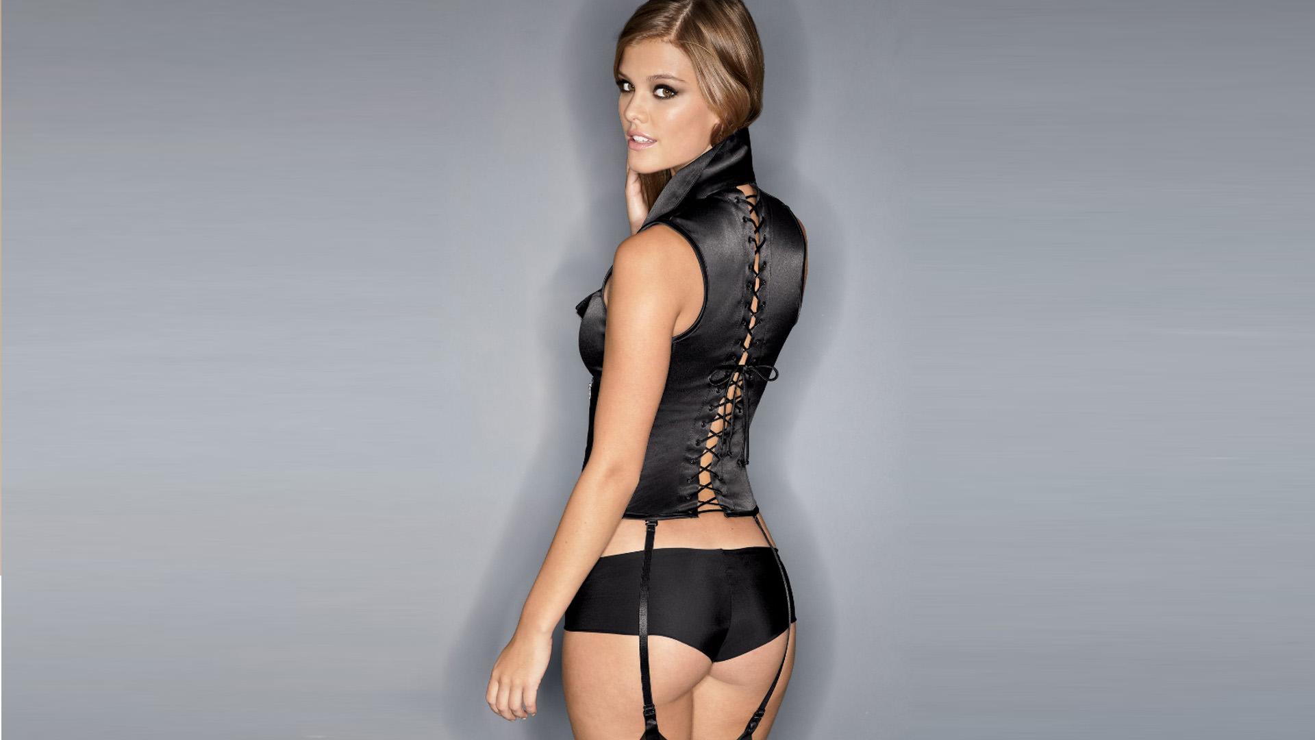 Nina Agdal, Model Seksi