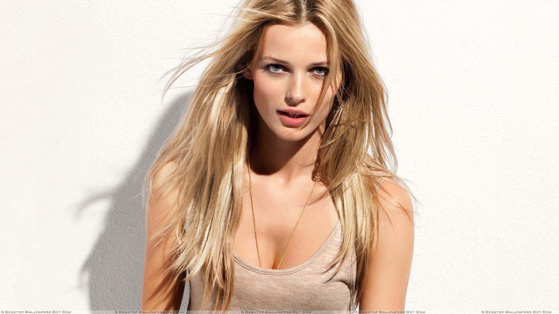Edita Vilkeviciute, Model Lithuania Yang Cantik dan Mempesona
